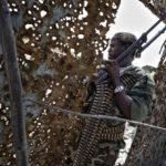 Die zerschossene Metallpforte zeugt von der Heftigkeit anhaltender Straßenkämpfe zwischen den somalischen Regierungsmilizen und der al-Shabaab Miliz.