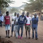 Seit ihrer Flucht aus Nordafrika können sich die 6 Migranten auf den Straßen der malischen Hauptstadt unbeschwert bewegen.