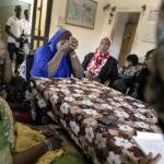 """Im Aufenthaltsraum der Hilfsorganisation """"Association Malienne des Expulses"""" findet die Frauenselbsthilfegruppe für Migrantinnen statt. Eliza Guindo (18 Jahre) fällt es schwer über ihr Leben in der Illegalität zu reden."""